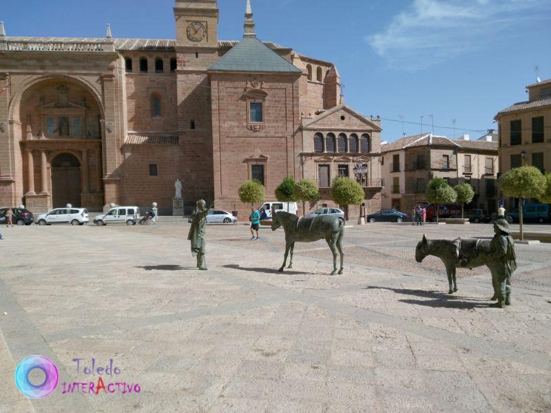 Plaza e Iglesia de San Andrés en Infantes